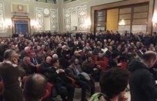 """""""Pensare democratico per il Governo dell'Italia"""", sala stracolma per Orfini, De Angelis e Battisti. Orfini lancia la candidatura di De Angelis: """"Il Pd ha bisogno di lui"""""""